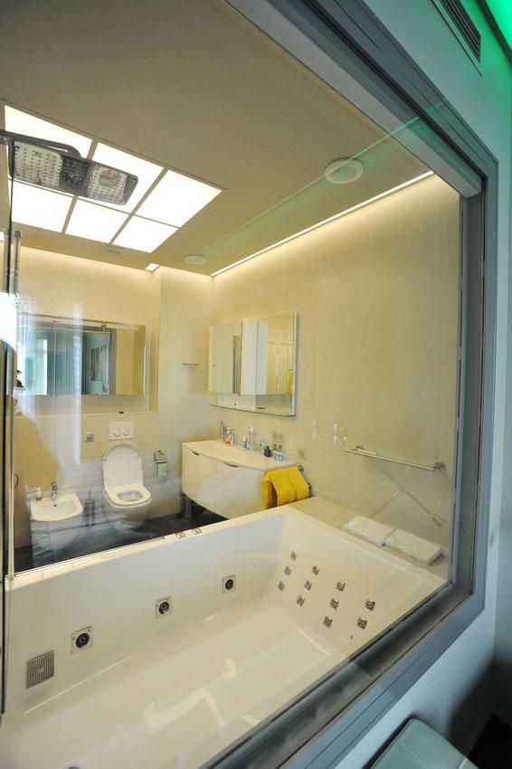Дизайн интерьера квартиры в стиле хай-тек. Ванная комната