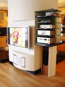 Дизайн квартиры в современном стиле. Стойка под ТВ