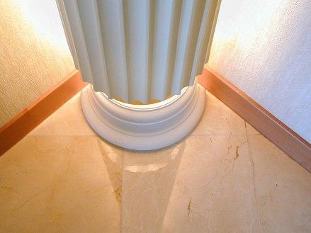 Дизайн интерьера в классическом стиле. Фрагмент колонны